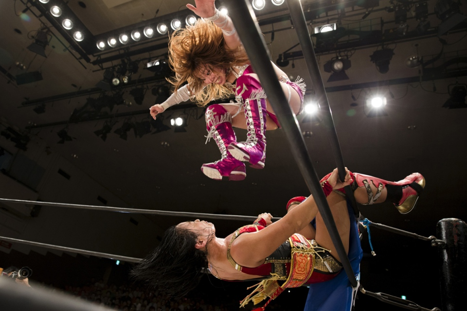 The Wider Image: Japan's women wrestlers fight to win